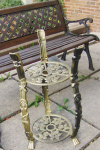Cast iron plant stand (Two-tier)-Support des plantes en fonte (à