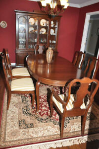 BEAUTIFUL 9 PIECE SOLID CHERRY WOOD DINING SET