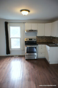Spacious 1 Bedroom + Den (All Inclusive), mins to Downtown & 403