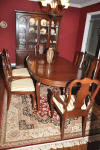 BEAUTIFUL 9 PIECE CHERRY WOOD DINING SET