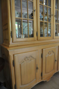 Selling 8 piece dining room set West Island Greater Montréal image 4