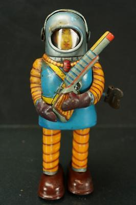 VINTAGE JAPANSE HAJI TOYS SPACE TROOPER ASTRONAUT TIN WIND UP TOY WORKING