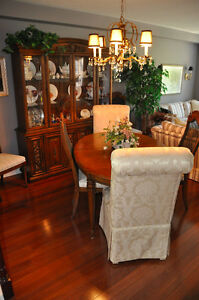 Dining table/Chairs/Hutch/Sideboard
