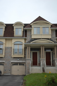 3+1 BED 4 BATH TOWNHOUSE FOR RENT IN RICHMOND HILL