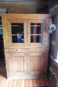 EARLY CANADIAN PINE HUTCH