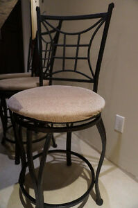 4 beautiful kitchen counter stools.Priced to sell! $90 all 4