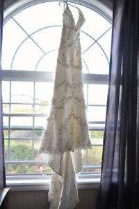 NEVER WORN - Timeless Ivory Wedding Gown