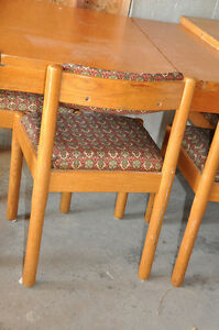 Solid Oak - Pub Style Table and Chairs (4) $300 Cambridge Kitchener Area image 8