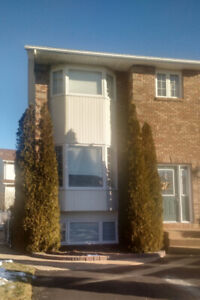 Gorgeous Townhouse..great location..flexible closing date.