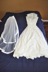 Wedding dress with a Veil and Lace Topper