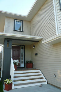 Beautiful and Spacious House in Airdrie