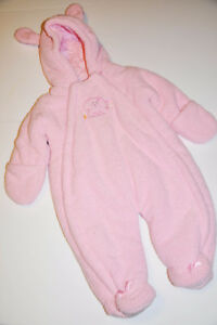 Very warm winter baby girl suit. Size 3-12 mth old.
