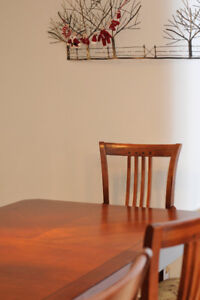 Solid wood Art Shoppe dining set - Great condition