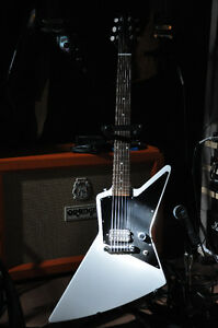USA 2011 Gibson Explorer Melody Maker with Dirty Fingers pickup