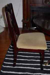 Table and 4 chairs Cambridge Kitchener Area image 3