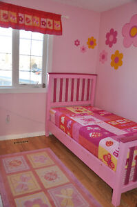 Bedding twin bed for girls + window treatment