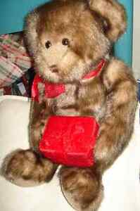 VINTAGE GUND TEDDY BEAR WITH RD VALETINES DAY BOX HOLDER