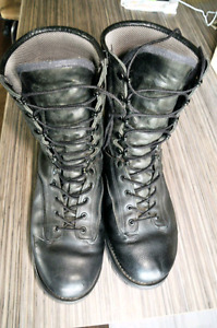 Size 11 Canadian Military Combat boots made my Boulet of Canada