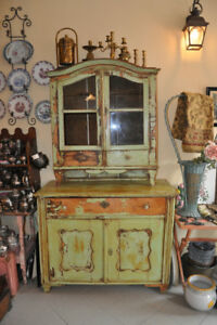BEAUTIFUL ANTIQUE FRENCH CUPBOARD
