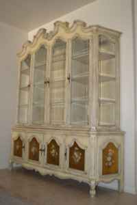 Antique Mid-Century Vintage China Display Cabinet / Hutch