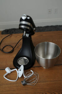 KitchenAid Artisan Mini Stand Mixer in mint condition