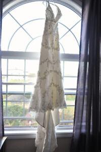 Stunning,  Never worn, Ivory Halter Wedding Gown