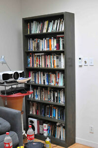 Bibliothèque en pins /  bookcase with a lovely green stain