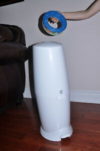Jeany Diaper - diaper / pumpers disposal system.  Excellent cond