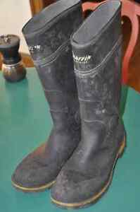 Excellent Condition Steel Toe Baffin Size 13 rubber boots