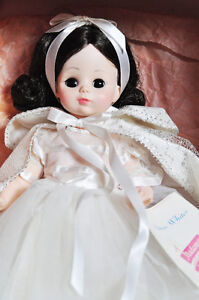 "MADAME ALEXANDER DOLL SNOW WHITE #1555 14"" VINTAGE MINT w BOX Stratford Kitchener Area image 6"