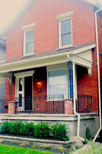 AMAZING 2 STOREY APARTMENT IN A CENTURY HOME NEAR DOWNTOWN