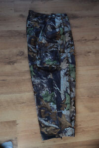 Brand new Mossy Oak Camouflage Hunting jacket and pants Cornwall Ontario image 1