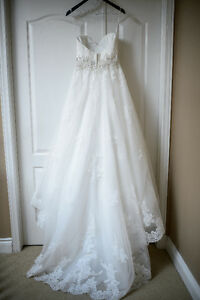 Romantic Lace A-Line Wedding Gown 850$ OBO Kingston Kingston Area image 4
