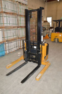 3000 lbs Big Joe Walkie Stacker. Almost new! Only 38 Hour USE!!!