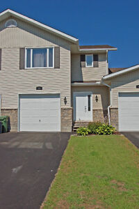 IMMACULATE TOWNHOME   LISTING ID# 1024284