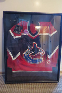2001 Vancouver Canucks Alternate Jersey/Shadow Box