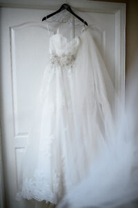 Romantic Lace A-Line Wedding Gown 850$ OBO Kingston Kingston Area image 5