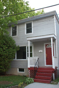 4 bedroom Home Close to Queen's and Downtown