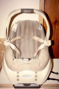 GRACO Infant car seat with base Cambridge Kitchener Area image 1