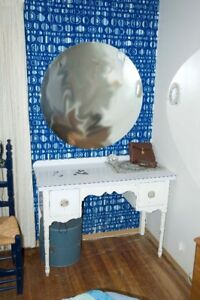 mirror and vanity table