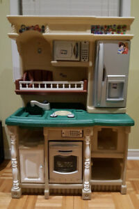 Step2 LifeStyle Custom Kitchen Play House