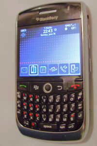 TRES BONNE CONDITION UNLOCKED BLACKBERRY CURVE 8900 ($30).......