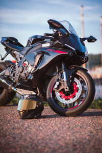 2015 Yamaha R1 - LOW KM