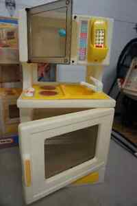 Little Tikes Fridge and Stove 95.00 Each West Island Greater Montréal image 4