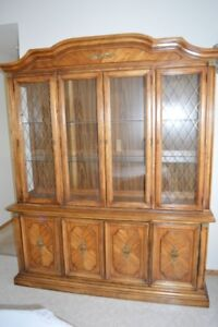 Beautiful China/Display cabinet