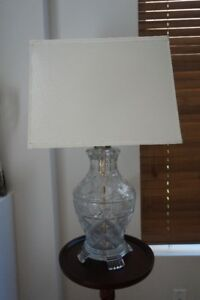 LAMP/ ABAJOUR - BOHEMIAN CRYSTAL IN PERFECT CONDITION IMPECABLE.