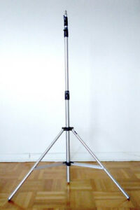 *** LIKE NEW*** FS: MANFROTTO STUDIO LIGHT STAND (art004)