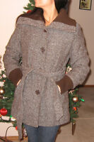 GUESS brown women Fall and Winter coat sz Large