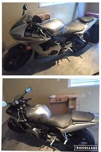 2004 Yamaha R6 Motor Cycle. Excellent Condition.
