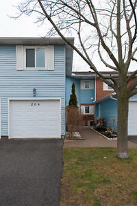 1250 sq. ft condo townhouse in North St. Catharines
